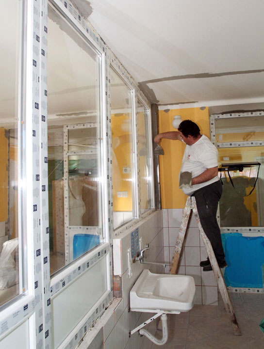U toku je zamena prozora i vrata/ R. Hadžić