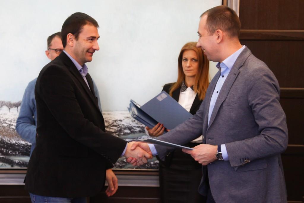 Radojevic, dodela ugovora-7, pokrajinska vlada
