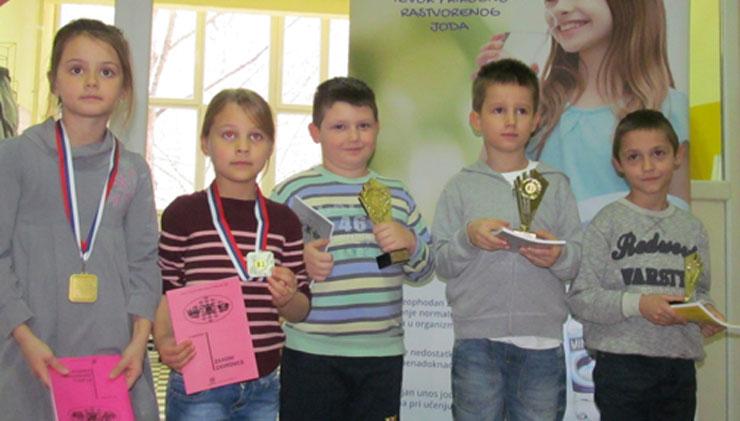 Najbolji u najmlađoj grupi: Emilija Vugdalić, Milica Stevanović,  Luka Gilica, Aleksa Veličković i Žarko Glišin Foto: Dnevnik.rs