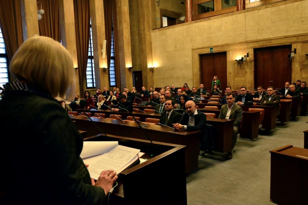 Smiljka Jovanovic, dodela ugovora-2, pokrajinska vlada