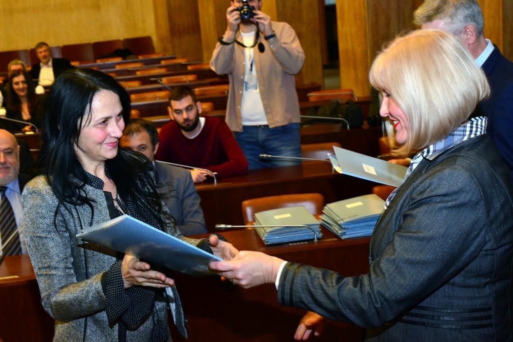 Smiljka Jovanovic, dodela ugovora-6, pokrajinska vlada
