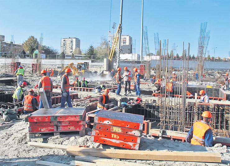 """Na gradilištu novog tržnog centra """"Promenada"""" ovih dana radi više od 800 radnika da bi svi poslovi bili završeni u roku. Foto: Dnevnik.rs"""