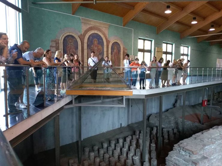 Polaznici su posetili i znamenitosti nekadašnje rimske prestonice u Sremskoj Mitrovici Foto: Dnevnik.rs