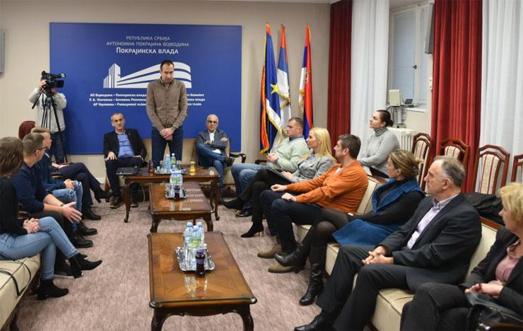 Radojević uručio nagrade đacima za najbolju prezentaciju u oblasti zadrugarstva Foto: Pokrajinska vlada