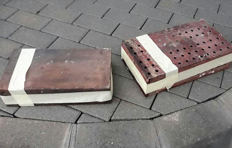 Drvene kutije sa papagajima bile  pričvršćene sajlama za pod ispod šasije automobila Foto: Uprava carina