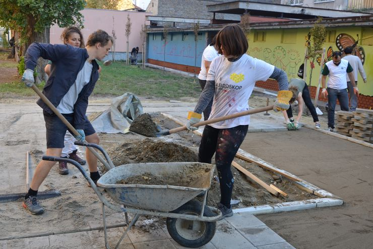 """Obnova parka kod Kulturne stanice """"Svilara"""" Foto: """"Inženjeri zaštite životne sredine"""""""