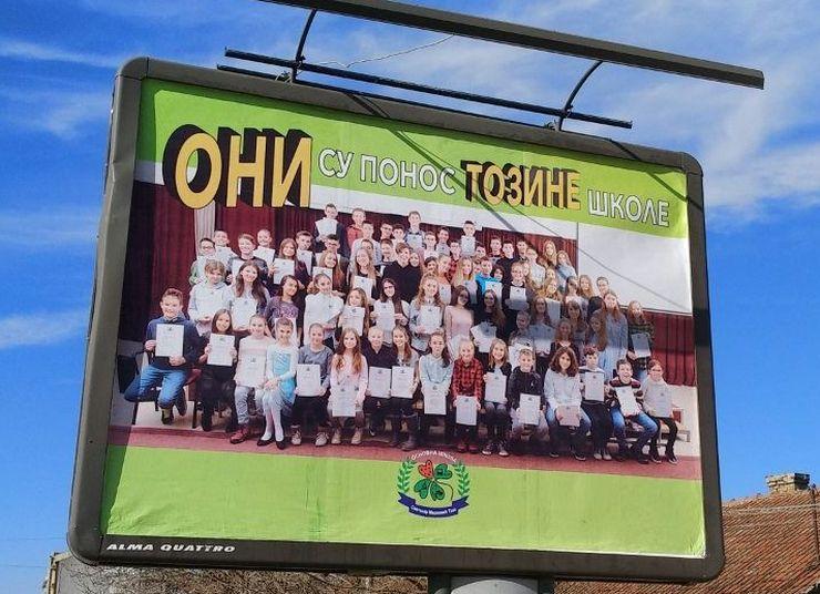 Više od stotinu dece našlo se na bilbordu u Hadži Ruvimovoj ulici foto: S. Kovač