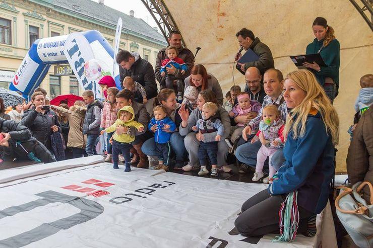 Daniela Ignjatić na Novosadskom maratonu: trka dugopelenaša u puzanju(sasvim desno)