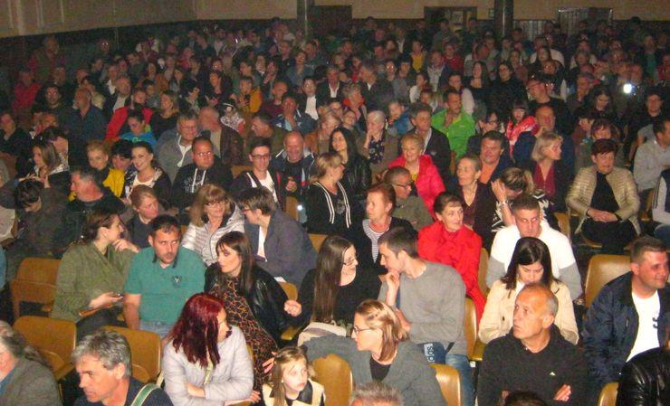 Publika s oduševljenjem dočekala premijeru foto: L. Kiš