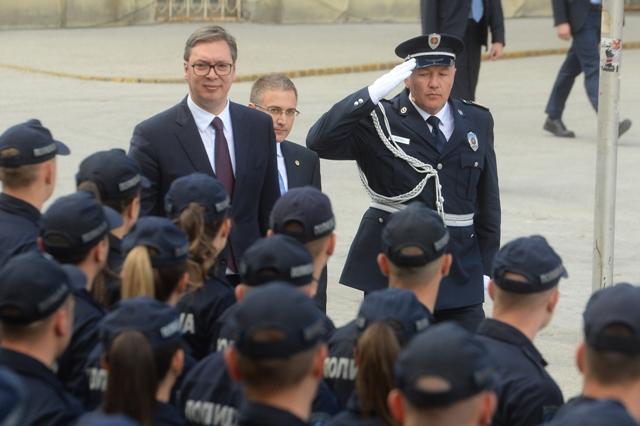 vucic policajci