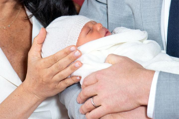 Megan Markle i princ Hari sa bebom/EPA-EFE/Domic Lipinski