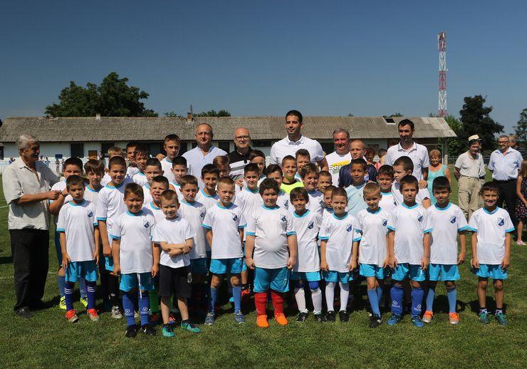 Vanja Udovičić  i Miloš Vučević u poseti FK Bačka u Begeču Foto: Tanjug/J.Pap