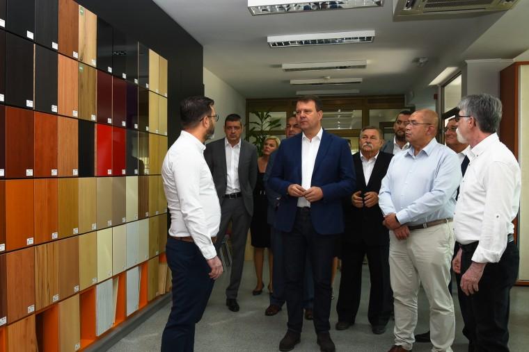 Igor Mirović i Ištvan Pastor u radnoj poseti Bačkoj Topoli Foto: Pokrajinska vlada
