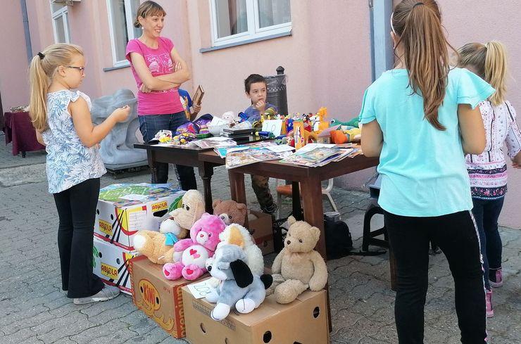 """Dečji vašar u dvorištu Kulturnog centra """"Mladost"""" u Futogu Foto: D. Andulajević"""