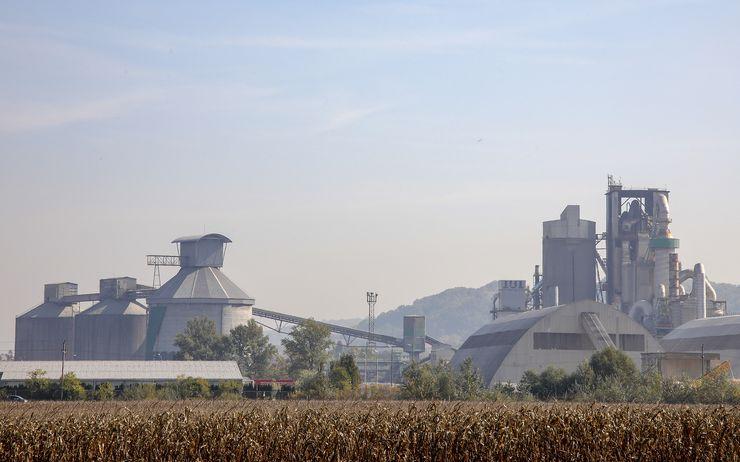 Fabrika cementa Lafarž Foto: Radivoj Hadžić