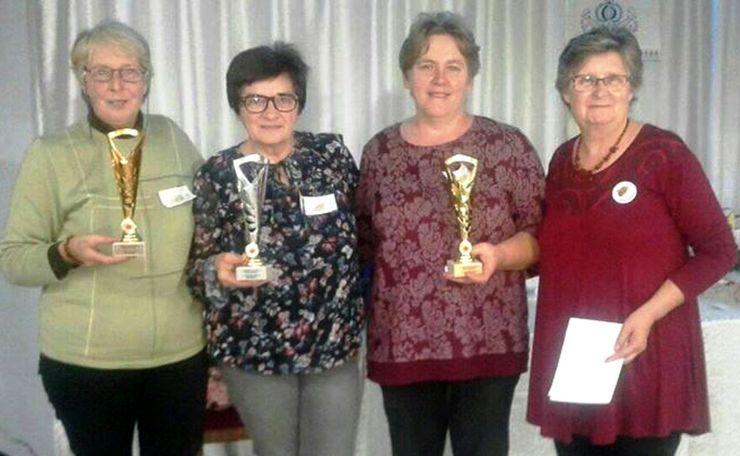 Predstavnice nagrađenih udruženja i predsednica Udruženja žena Padine Elena Hanjik  Foto: Udruženje žena Padina