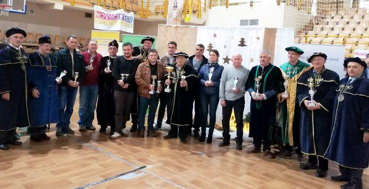 Šampioni Nikoljdanskog festivala rakije u Senti   Foto: M. Mitrović