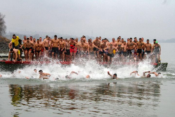 Пливање за Часни крст на Богојављање