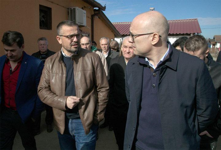 Град Нови Сад/Вучевић и Недимовић са пољопривредницима у Каћу и Ковиљу