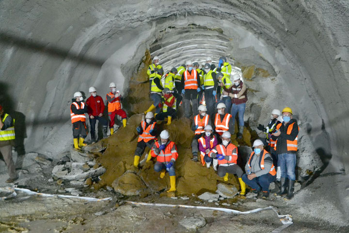 Probijena desna tunelska cev u Čortanovcima/ S. Šušnjević