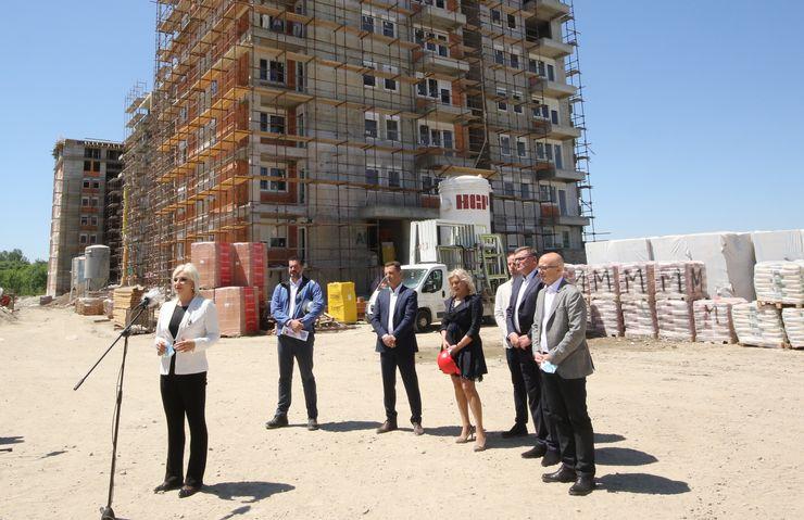 Zorana Mihajlović obišla  radove na izgradnji stanova za pripadnike snaga bezbednosti u naselju Jugovićevo Foto: Tanjug/J. Pap