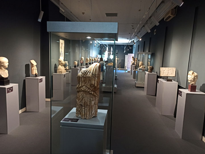 М. Стајић/ Поставка обухвата 33 дела у временском распону од првог века п.н.е до XVIII века н.е.