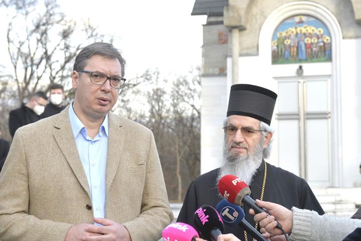 'SPUTNJIK V' IZ SUSJEDSTVA?! Vučić posjetio crkvu pa pričao o nauci: 'Pokušat ćemo napraviti fabriku vakcina u Srbiji'