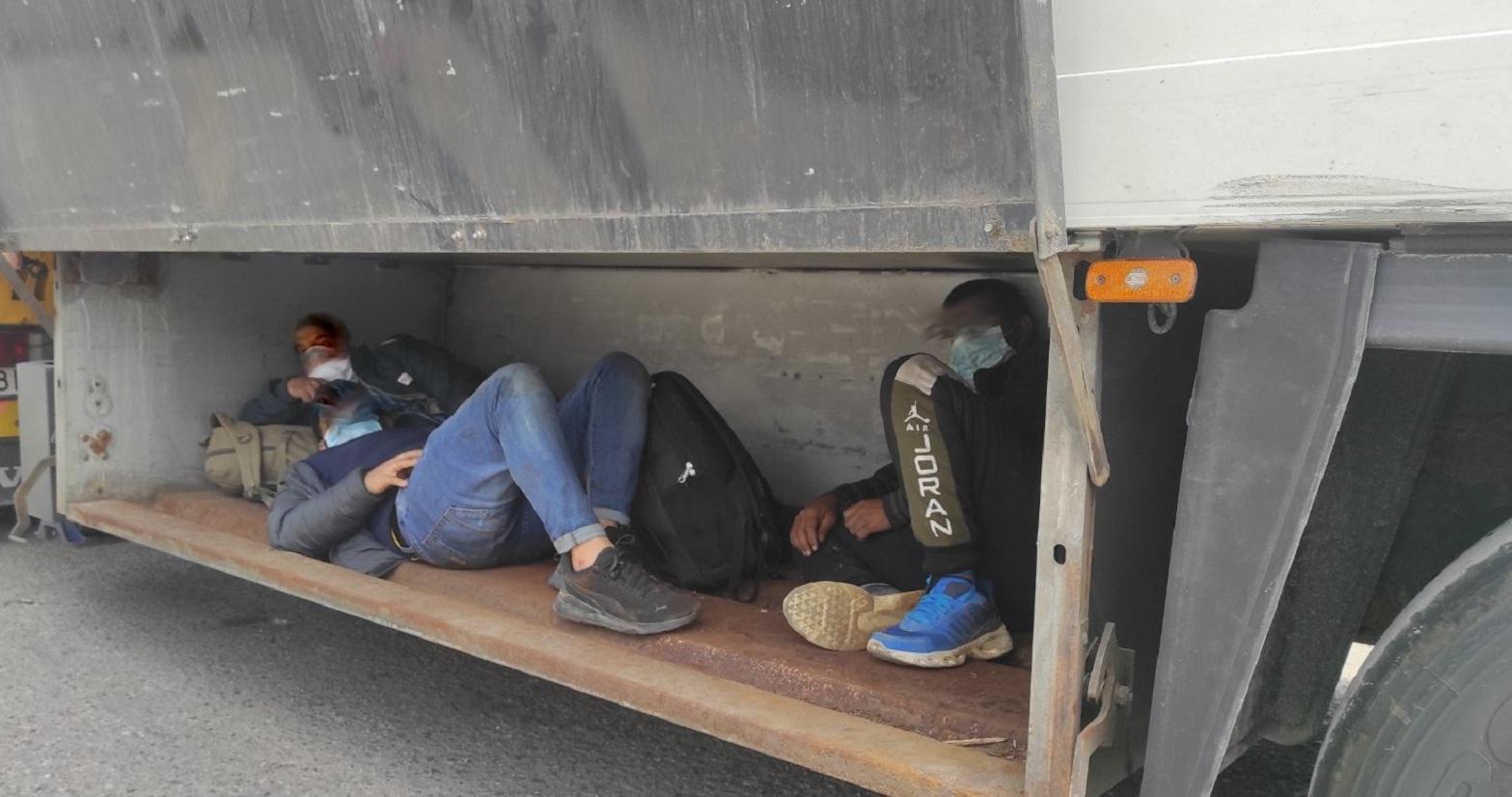 Migranti sakriveni u boksu za alat Preševo