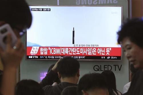 Severna Koreja lasnsira raketu Foto: AP Photo/Ahn Young-joon