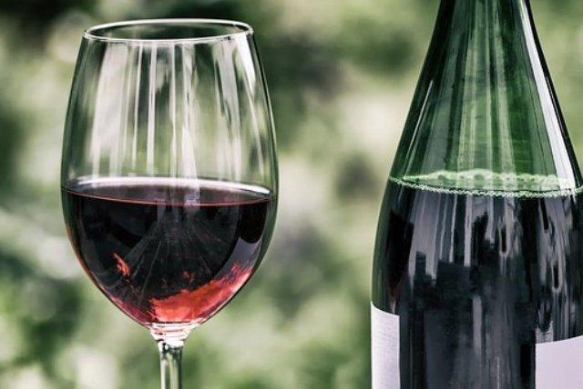 crno vino pixabay.jpg