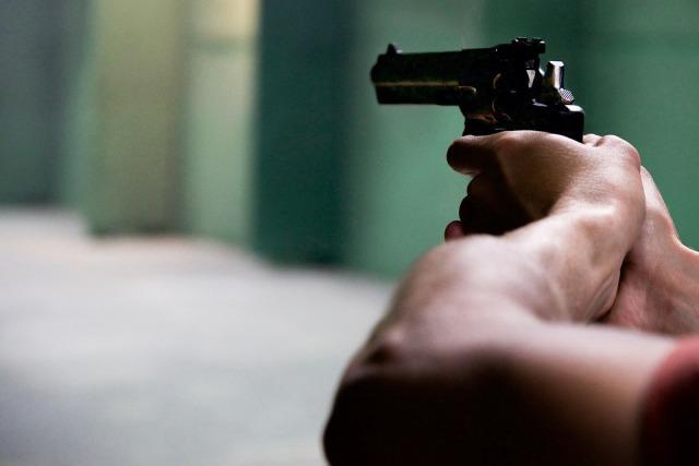 pucnjava pistolj