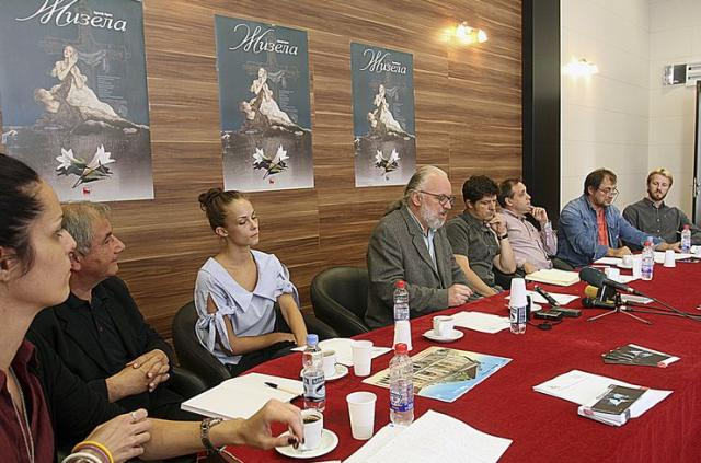 Sa konferencije za novinare u Srpskom narodnom pozorištu Foto: Dnevnik.rs