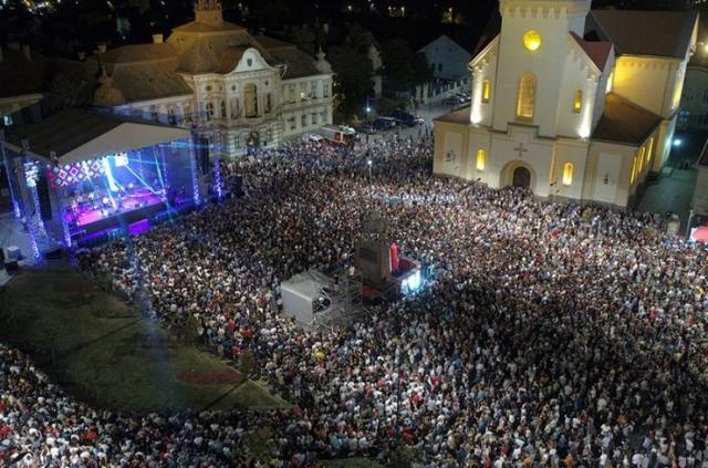 """Koncertu """"Bijelog dugmeta"""" prisustvovalo 54.000 ljudi  Foto: danipiva.rs"""