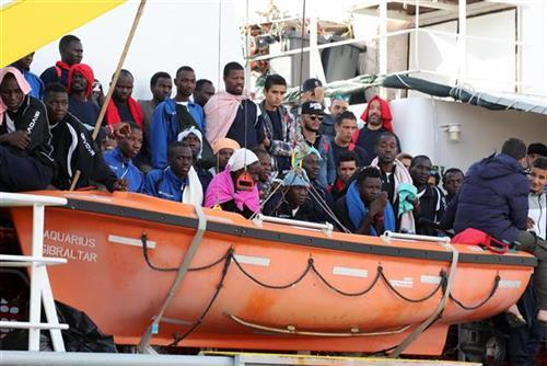 Spaseni migranti, Italija Foto: Igor Petyx/ANSA via AP