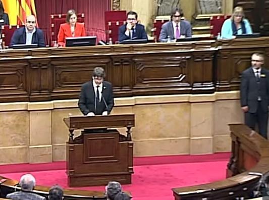 Karles Pudždemon govori na sednici katalonskog Parlamenta Foto: Youtube/printscreen