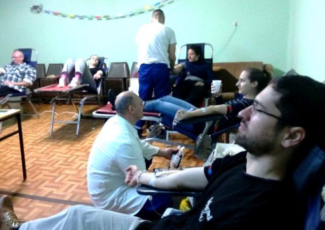 davaoci krvi, Crveni krst Sente