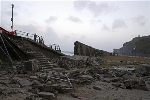 Oluja u Irskoj Foto: Steve Parsons/PA via AP