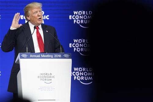 Tramp u Davosu Foto: Laurent Gillieron/Keystone via AP