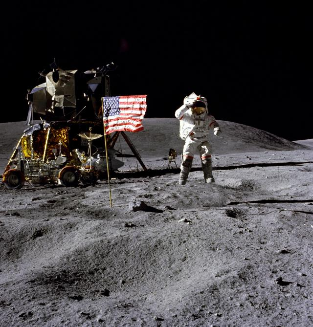 Američki astronaut Džon Jang na Mesecu Foto: Tanjug/Charles M. Duke Jr./NASA via AP