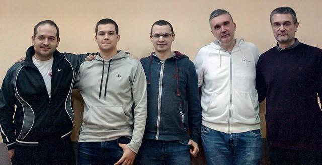 Pobednici Brzopoteznog turnira sa organizatorom i sudijama