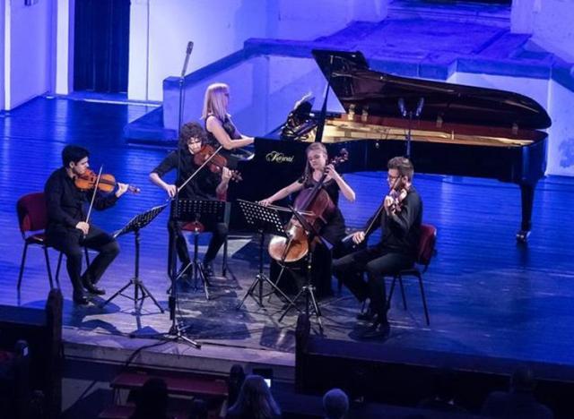Festivalski kvartet i pijanistkinja Rita Kinka  Foto: S. Doroški