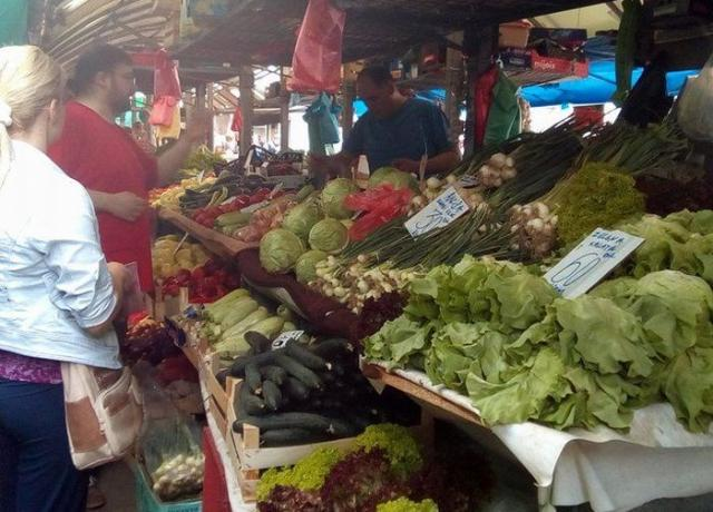 Cene voća i povrća na novosadskim pijacama menjaju se svakodnevno Foto:Dnevnik.rs/ S. Kovač
