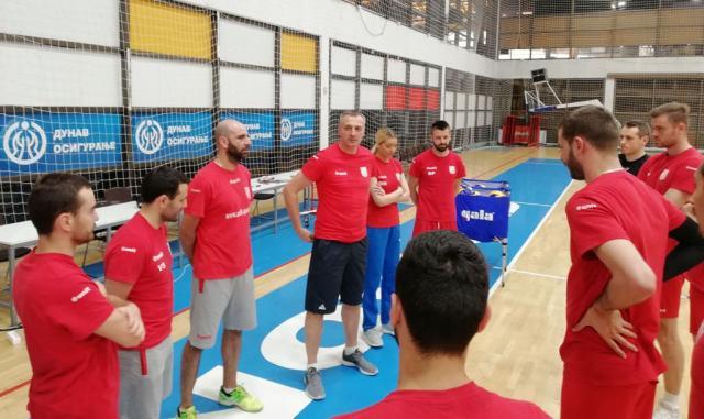 Trener Dusko Nikolic na prvom treningu