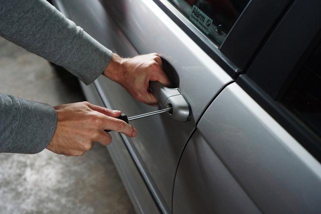 lopov obijanje automobila pixabay