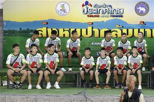 Tajland, dečaci izašli iz bolnice Foto: AP Photo/Vincent Thian