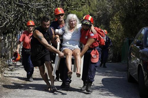 Posle požara u okolini Atine Foto: AP Photo/Thanassis Stavrakis