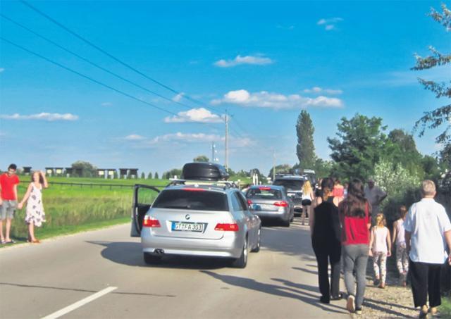 Pogled na granični prelaz Ašothalom – Bački Vinogradi iz kolone u Mađarskoj foto: Milorad Mitrović