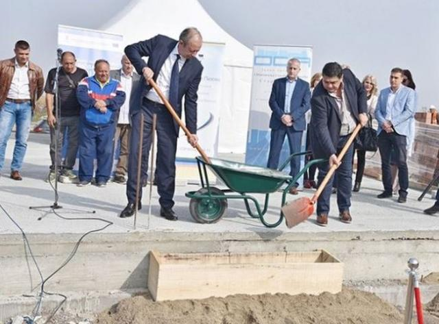 Polaganjem kamena temeljca započeta je realizacija projekta za izgradnju Fruškogorskog naselja Foto: Opština Stara Pazova