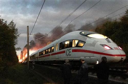 Zapalio se brzi voz u Nemačkoj Foto: AP foto - Sascha Ditscher/dpa via AP