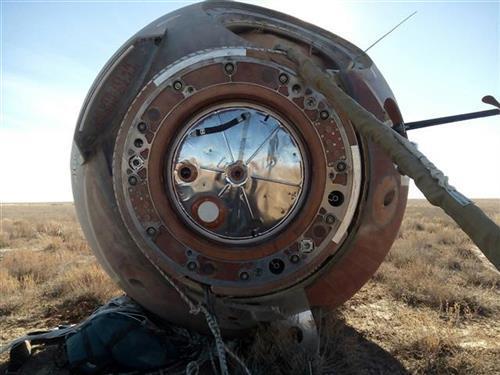 "Kapsula ""Sojuza"" nakon prinudnog sletanja u Kazahstanu foto: Russian Defense Ministry Prss Service photo via AP"